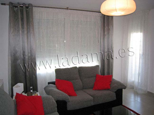 Cortina de transparencia y doble cortinaje con ollaos for Cortinas dobles para dormitorios