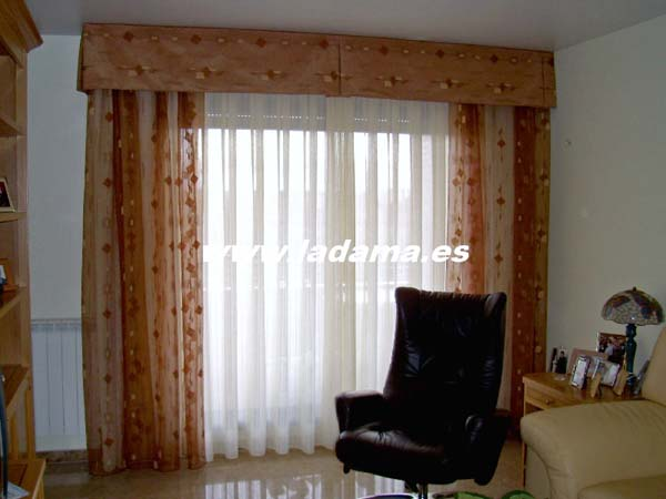 Cortinas para salones cl sicos la dama decoraci n for Cortinas cortas para salon